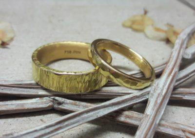 Eheringe gold gehämmert grob