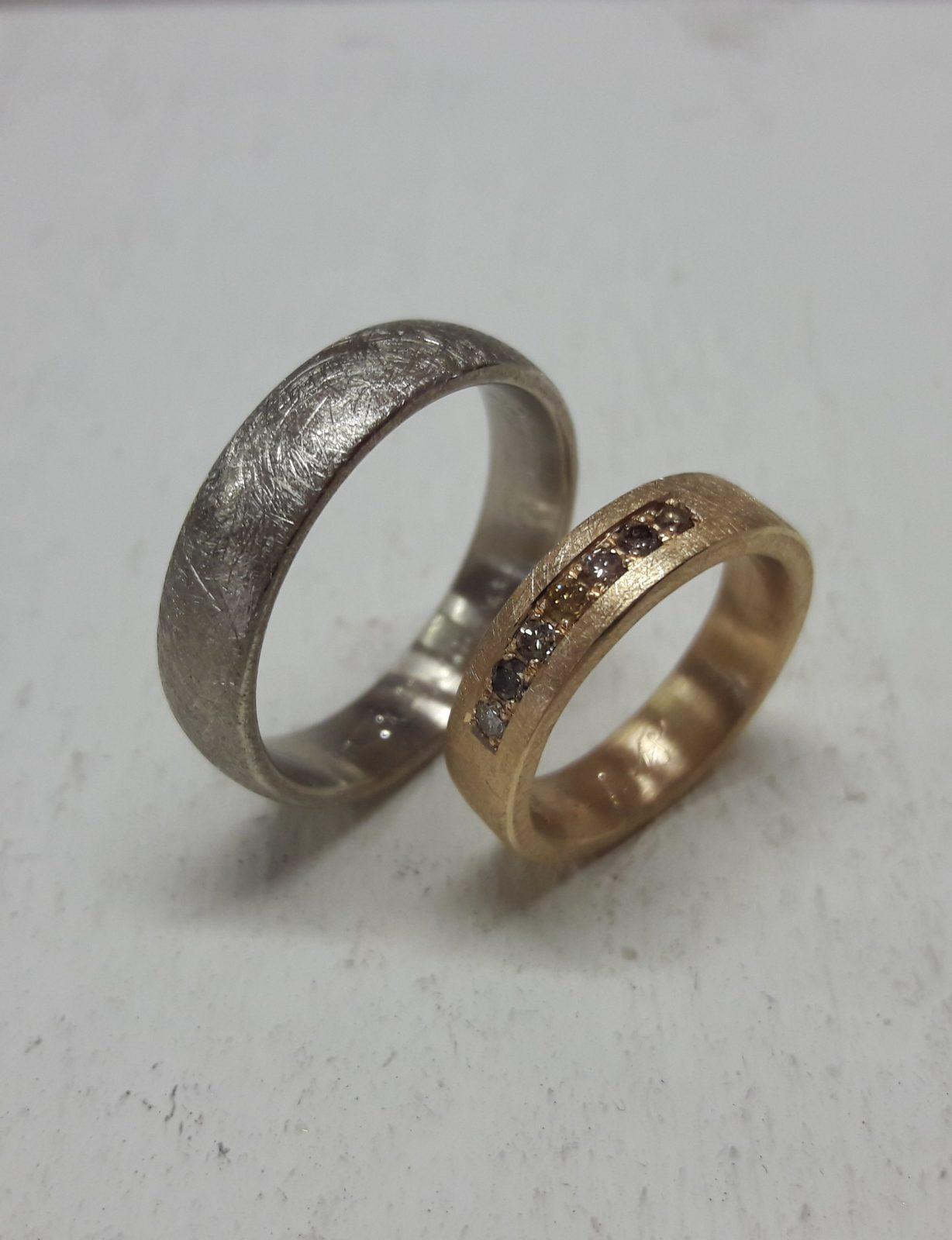 7_Trauringe-Weißgold-Rosegold-Brillanten-bunt-eismatt
