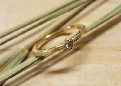 Verlobungsring Solitär in Gold mit Stein