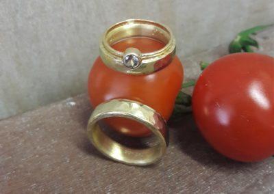 geschmiedete ringe aus gold