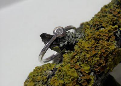 Glatter Verlobungsring aus Weissgold