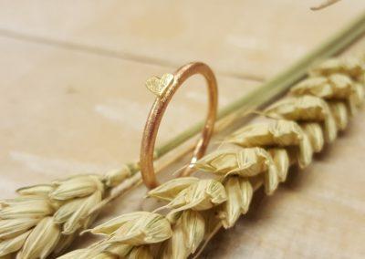 Ring mit Herz aus Rotgold und Gelbgold