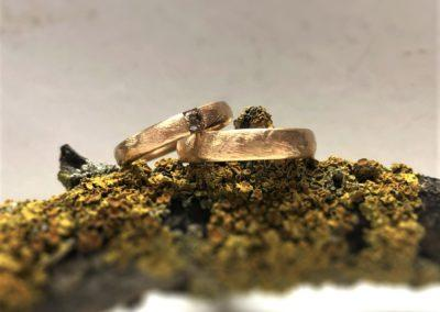 Gemusterte Rosegoldringe mit braunem Diamanten, Muster