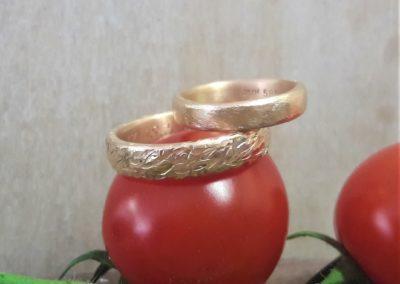 rosegoldringe mit muster geschmiedet