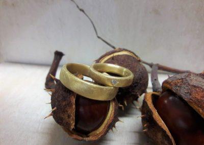 Trauringe Gelbgold Eismatt mit Herz Diamant