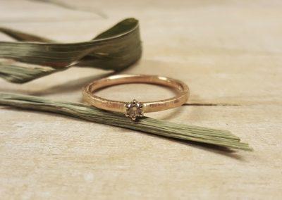 Verlobungsring in Roségold mit Stein
