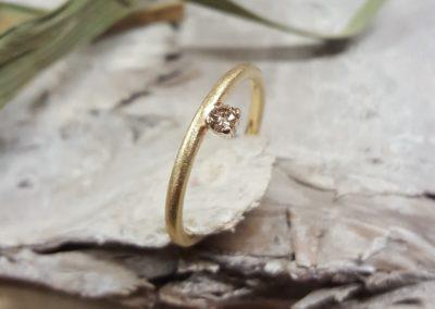 Vorsteckring zur Verlobung mit hellbraunem Diamant