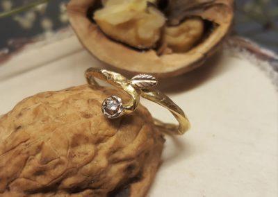 Verlobungsring, Vorsteckring floralen Blättchen und blumig mit Stein
